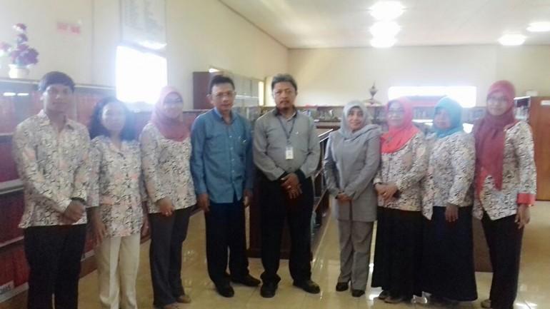 Tinjauan Bank Indonesia ke Perpustakaan STIE AUB Surakarta 1